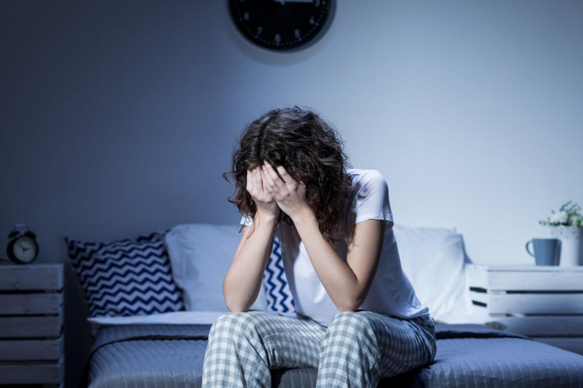 Бессонница при депрессии: как лечить и что делать