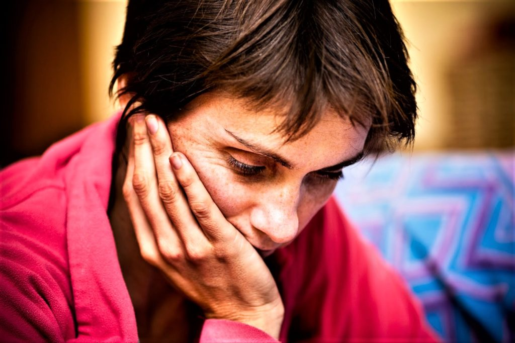 Депрессия у мужчин: симптомы, признаки, как выйти, как лечить