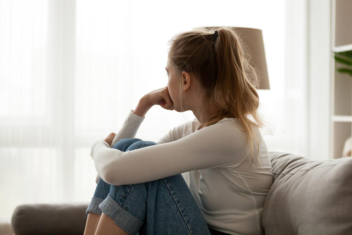 Весенняя депрессия у женщин и мужчин: симптомы, причины, лечение