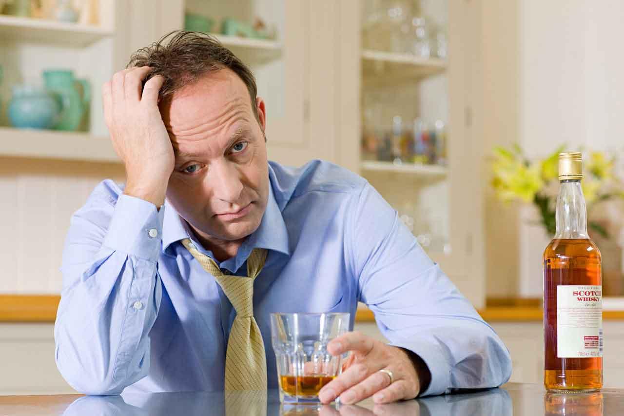 Алкогольная депрессия: симптомы, лечение, можно ли принимать антидепрессанты, последствия
