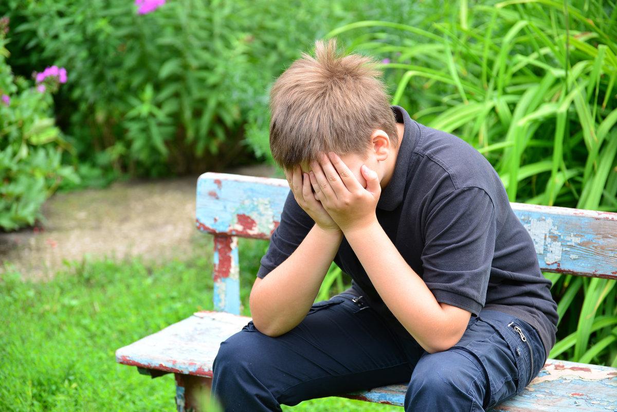 Признаки депрессии у подростка: депресивные подростковые симптомы в 14, 13, 16 лет, антидепрессанты для детей, как помочь девочке выйти, как проявляется?