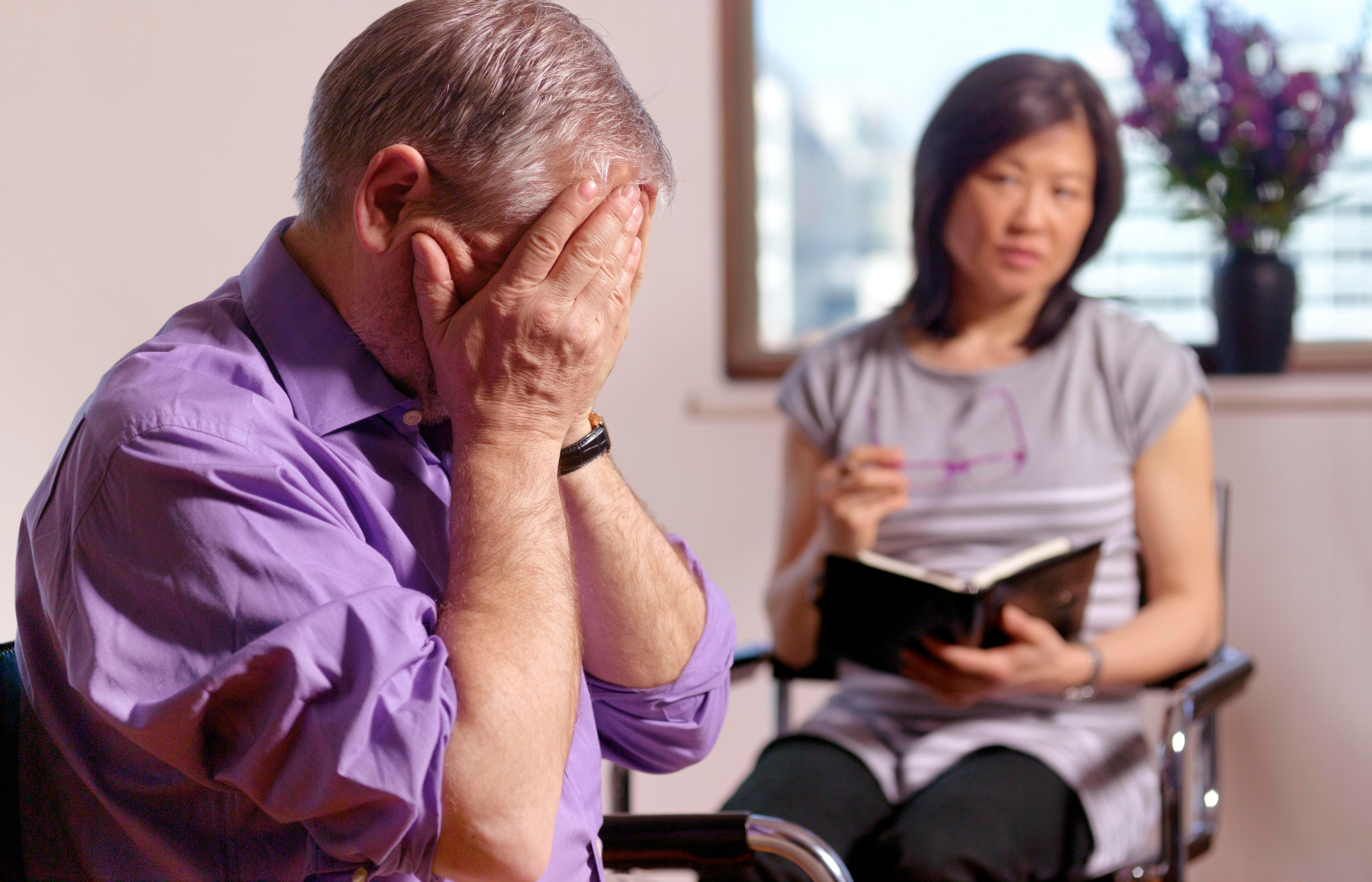Старческая депрессия: симптомы и лечение