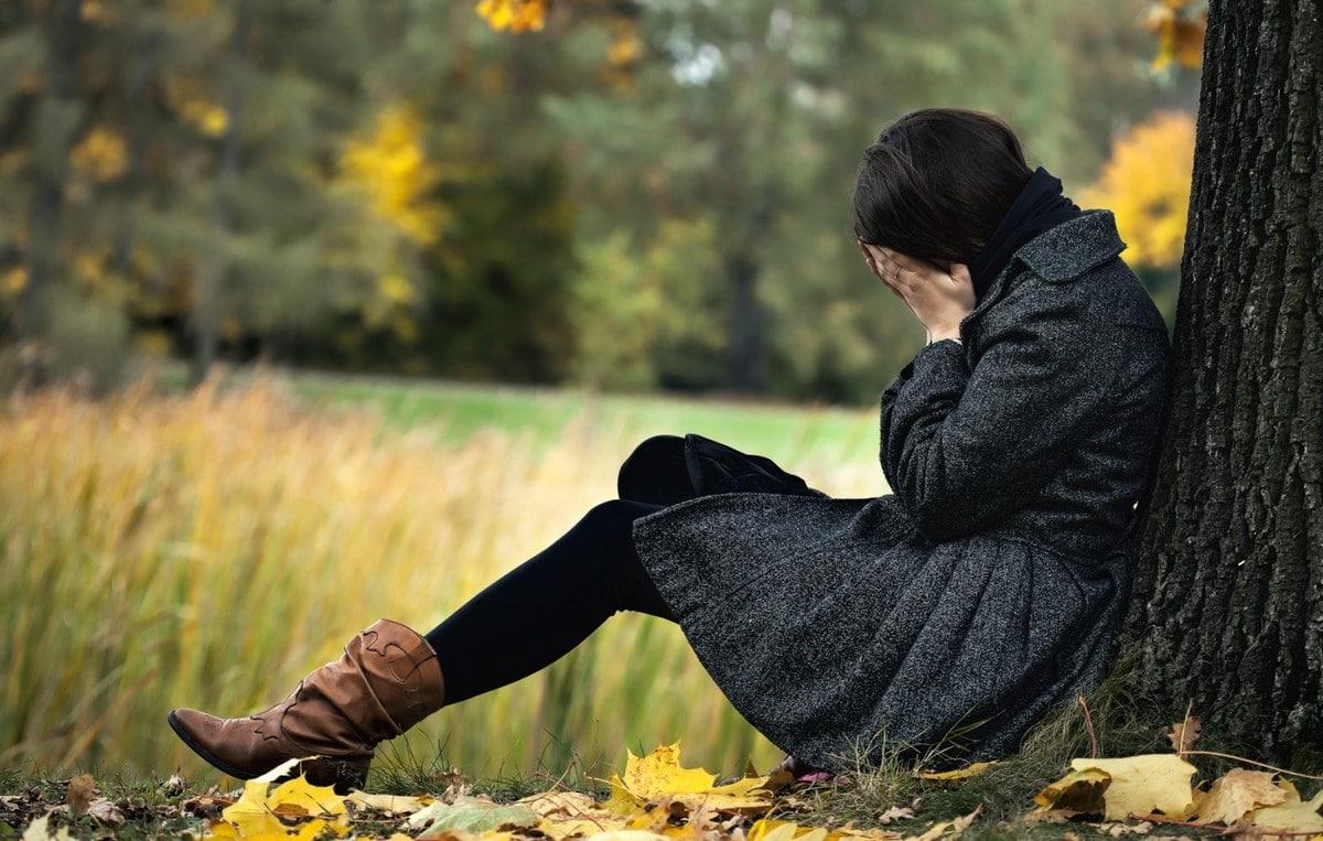 Осенняя депрессия: что это, причины возникновения и симптомы обострения, как справиться с осенней хандрой.